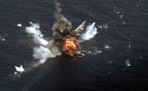 Iran thử tên lửa, bắn nổ tung mục tiêu trên biển Oman