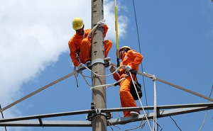 """Tiền điện tăng sốc do """"chạm đường dây, nhân viên ghi sai chỉ số, nhập sai số liệu..."""""""