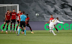 Ramos ghi siêu phẩm, Real Madrid đòi lại ngôi đầu từ tay Barca