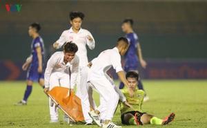 Chấn thương nửa đội hình, bệnh viện thu nhỏ Hà Nội FC câu giờ làm gì?