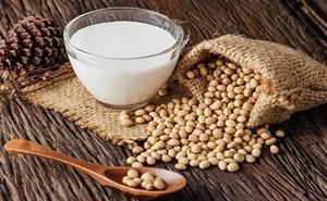 Bệnh nhân ung thư vú nên tránh ăn đậu nành và hạt lanh: Sự thật là gì?