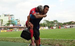 """Sao trẻ U20 Việt Nam suýt khóc vì """"sợ bị gãy xương"""" sau khi lãnh trọn cú đạp ở giải hạng Nhì 2020"""