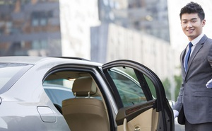 Dân công sở Nhật và những nguyên tắc ngầm phức tạp khi ngồi xe cùng sếp, mắc lỗi nhỏ cũng bị đánh giá