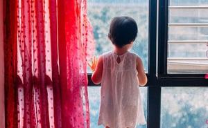 """Cha mẹ Nhật Bản đi thuê khách sạn """"hâm nóng tình cảm"""", bỏ con 1 tuổi và 3 tuổi ở nhà suốt 11 ngày gây phẫn nộ và tranh cãi"""