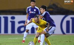 Vì sao bóng đá Việt Nam phải hoãn vì dịch bệnh lại là tin tốt với một số CLB?