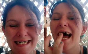 Bị MC chê vì răng xấu, bà mẹ trẻ bình tĩnh nói 1 câu khiến người này phải lập tức xin lỗi