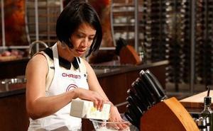 """Chị em có biết """"Vua đầu bếp"""" khiếm thị Christine Hà nấu ăn như thế nào?"""