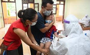 Cận cảnh điểm làm xét nghiệm nhanh Covid-19 cho người về từ Đà Nẵng ở Hà Nội