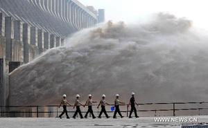 """Chuyên gia TQ: Lũ lụt năm nay chưa phải kịch bản tồi tệ nhất, đập Tam Hiệp đã """"thất bại""""?"""