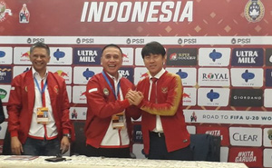 """""""Anh anh em em"""" như chủ tịch LĐBĐ Indonesia: Tuần trước dọa đuổi HLV tuyển Quốc gia vì vô kỷ luật, giờ lại khen hay hơn ông Park và nhận làm em trai"""