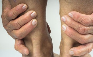 Nguyên nhân hàng đầu khiến gót chân dễ bị nứt nẻ