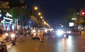 Truy tìm ôtô húc văng 7 xe máy đang dừng đèn đỏ rồi bỏ chạy