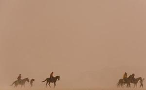 """Bụi sa mạc """"chu du"""" thế giới"""