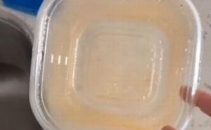 Bà mẹ chia sẻ mẹo giúp đánh bay vết bẩn cứng đầu ở đồ nhựa: Đơn giản tới mức khó tin
