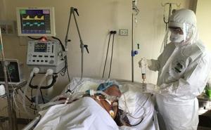 Chăm sóc dinh dưỡng cho bệnh nhân Covid-19 nặng, hôn mê, phải thở máy ở Bệnh viện TƯ Huế như thế nào?