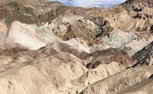 Cận cảnh Thung lũng Chết California trải qua khoảng thời gian nóng 56 độ C