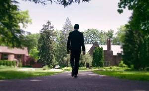 Lừa dối vợ đã lâu, 1 ngày kia trở về sau chuyến công tác, chồng sững sờ khi bước vào nhà