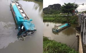 Va chạm với xe tải, xe bồn chở dầu lao xuống sông ở Ninh Bình