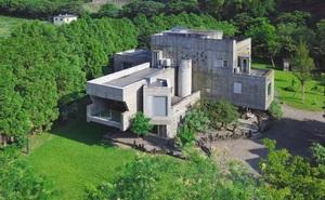 Từ một cậu bé nghèo trở thành tỉ phú, người đàn ông mua cả thung lũng 22.000m² để thiết kế biệt thự dưỡng già