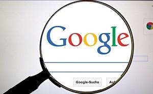"""""""Bác sĩ Google"""" lợi hay hại?"""