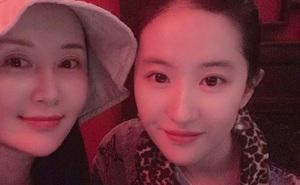 """Lưu Diệc Phi được chúc mừng sinh nhật nhưng cô bạn thân Thư Sướng lại chiếm """"spotlight"""" vì nhan sắc nổi bật"""