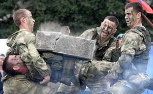 24h qua ảnh: Lính dù Nga trình diễn kỹ năng võ thuật