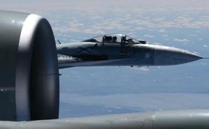 Clip: Tiêm kích Su-27 của Nga đụng độ máy bay Mỹ trên biển