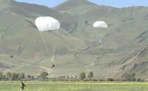 Trung Quốc bất ngờ điều hàng loạt lính đặc nhiệm đổ bộ tới sát biên giới Ấn Độ để làm gì?
