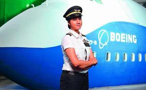 Ngoại hình xinh đẹp của nữ phi công trẻ nhất Ấn Độ, từng có bằng lái năm 16 tuổi