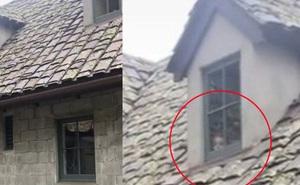 Nhận đoạn clip quay căn dinh thự mẹ gửi, cô gái trẻ hoảng hồn nhìn thấy gương mặt đứa trẻ lấp ló nơi cửa sổ, đăng đàn khiến dân mạng sợ hãi