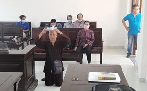 Đồng Nai: Người đàn ông quỳ giữa tòa xin xử án
