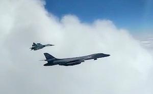 Siêu oanh tạc cơ B-1B Mỹ áp sát không phận Nga, bị MiG-31 và Su-35 săn đuổi