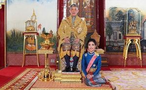 Vừa đưa đến Đức, Vua Thái Lan đã tuyên bố phục vị cho Hoàng quý phi sau gần 1 năm phế truất vì tội 'bất trung'