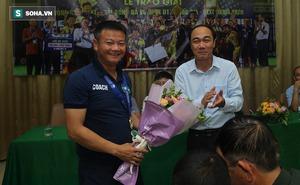 """Văn Quyến và học trò """"mở hội"""", liên tục được thưởng nóng sau chức vô địch giải quốc gia"""