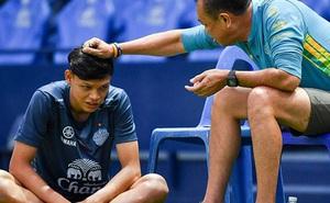 Bóng đá Thái Lan khiến tất cả ngạc nhiên: 'Xuất khẩu' một lúc 3 cầu thủ sang Ngoại Hạng Anh, trong đó có người từng gây hấn với Đình Trọng