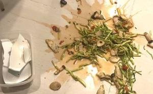 Chuẩn bị ăn cơm thì con trai làm vỡ tan tành đĩa rau, người bố chỉ làm hành động nhỏ liền được khen dạy con khéo quá!