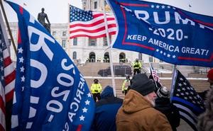 """FBI cảnh báo về nguy cơ nổ ra """"cuộc nổi dậy lớn"""" nếu ông Trump bị phế truất trước ngày mãn nhiệm"""