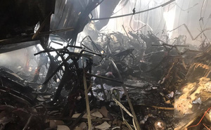 Đại lý bán xe máy ở Bình Dương bị lửa thiêu rụi, ông chủ gào khóc thảm thiết