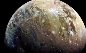 Tàu vũ trụ bắt được tín hiệu radio lạ từ mặt trăng Sao Mộc