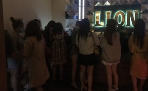 Công an ập vào nhà hàng Lion ở Sài Gòn, phát hiện nhiều nữ nhân viên dương tính với ma túy