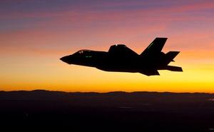 """Ông Trump """"tung cú đánh"""" cuối cùng vào TT Biden: 50 máy bay chiến đấu F-35 sẽ bay tới UAE!"""