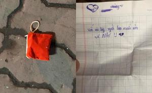 Nhặt được ví màu đỏ giữa đường, thanh niên bật cười khi đọc bức thư tình bên trong