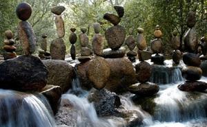 Nghệ thuật xếp đá thăng bằng: Phía sau trào lưu nghệ thuật tinh tế là hiểm họa to lớn không ai ngờ, càng không dễ dàng nhìn thấy ngay