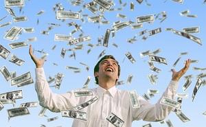 Từ nhân viên bình thường trở thành triệu phú đô la sau 2 lần trúng số