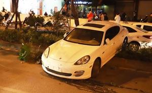 Tài xế xe sang Porsche nghi đột quỵ khi đang lái xe