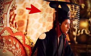 Tại sao vua chúa thường treo một 'tấm mành' trước mặt? – Gây vướng víu nhưng mang ý nghĩa thâm sâu