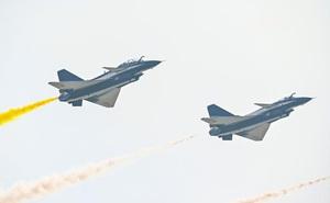 Trung Quốc khoe hàng loạt khí tài quân sự tại Airshow China 2021