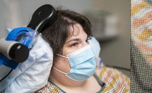 Hạnh phúc chạy bằng pin: Bệnh nhân đầu tiên trên thế giới chữa khỏi trầm cảm nhờ phẫu thuật kích thích não