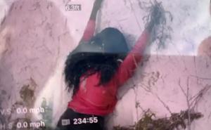 Thấy người phụ nữ bám cheo leo bên vách đá, người đi đường hoảng hốt gọi cứu hộ và cái kết gây phẫn nộ