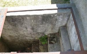Ngôi mộ 150 năm tuổi có cánh cửa và cầu thang dẫn xuống tận quan tài, ẩn tình phía sau khiến tất cả mọi người phải bật khóc